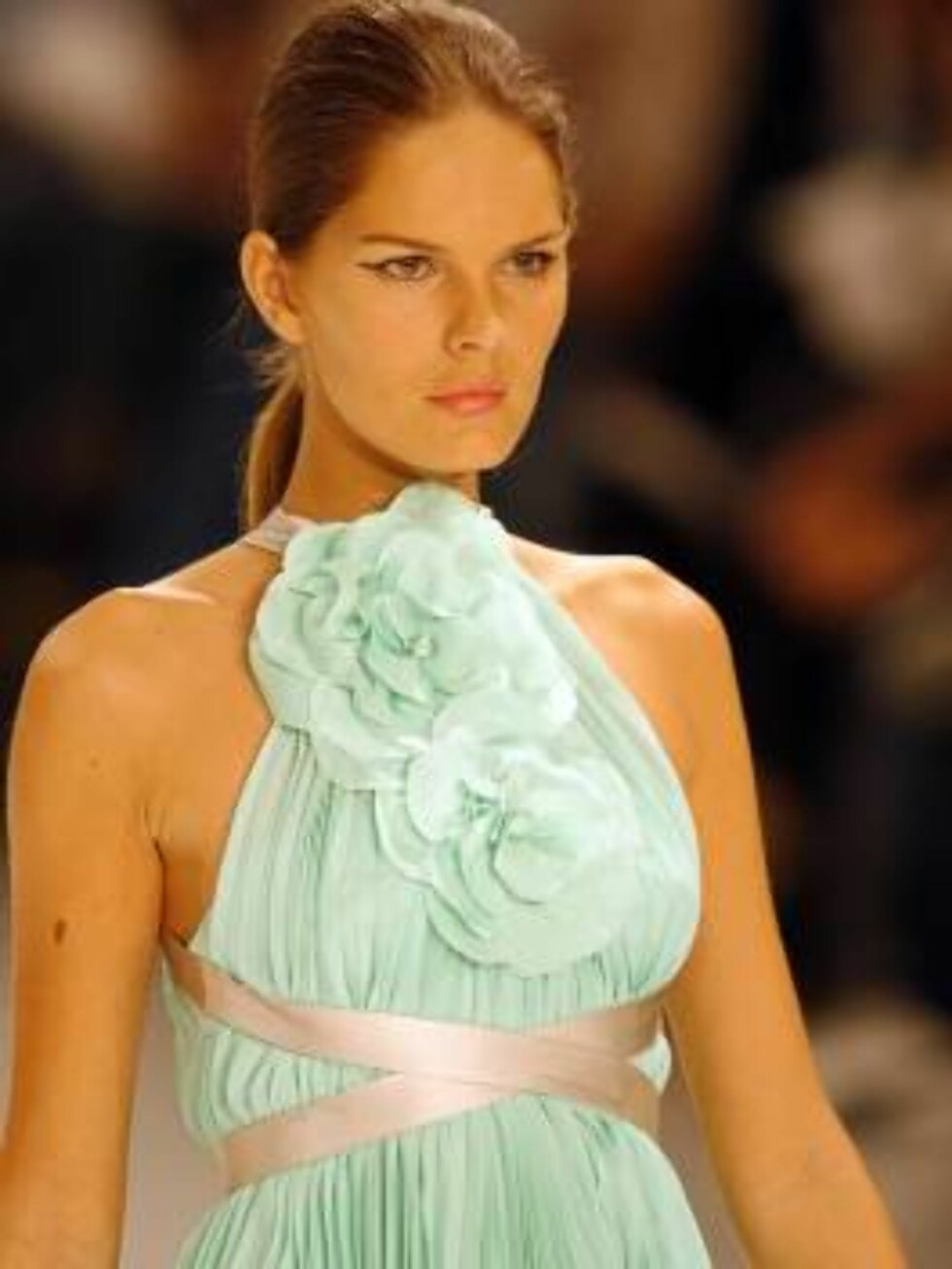A model shows a design of  Forum's collection during the Sao Paulo Fashion Week in Sao Paulo, Brazil,  Friday, July 14, 2006. (AP Photo/Andre Penner) Foto: AP