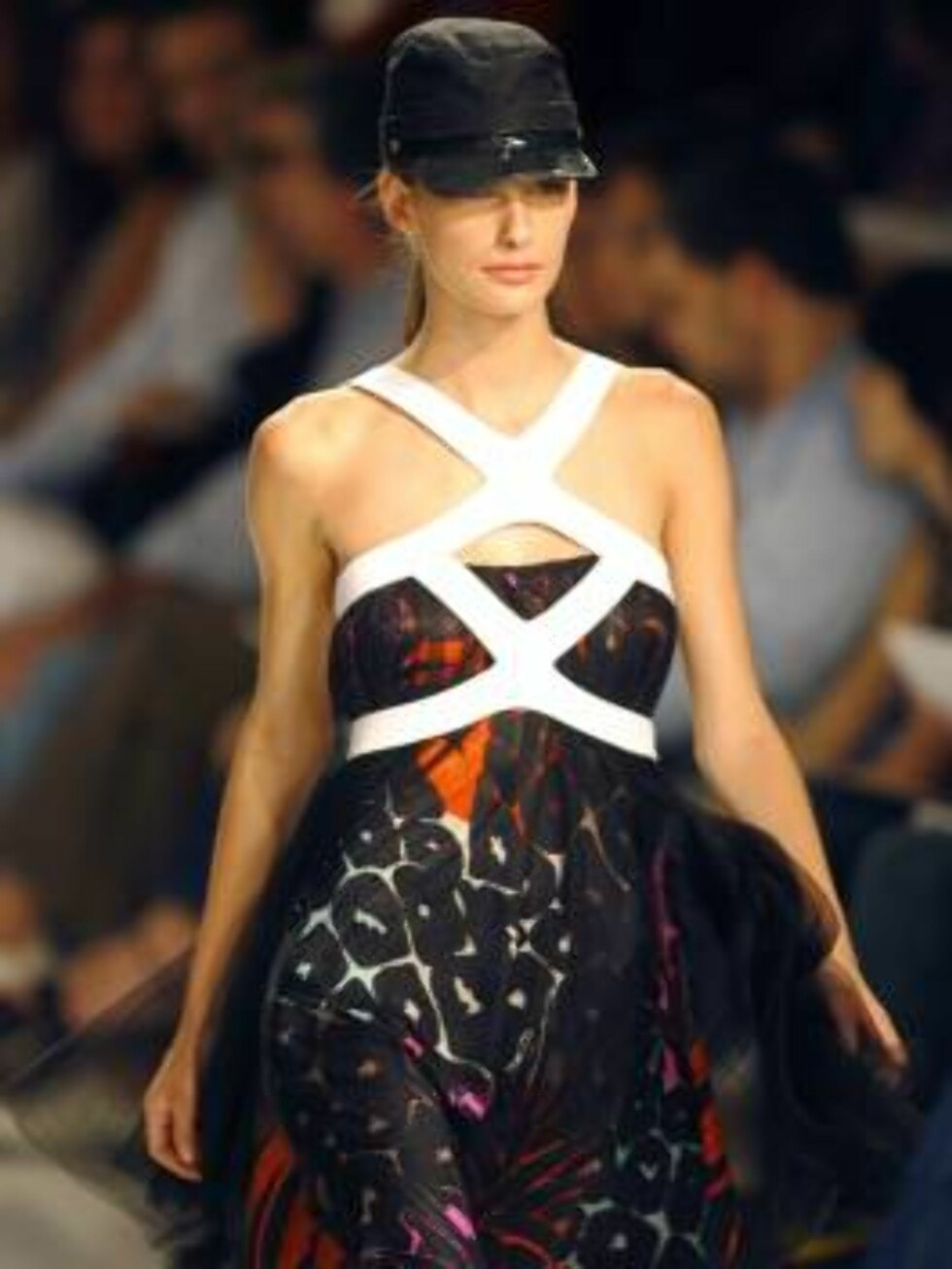 A model shows a design of  Forum's collection during the Sao Paulo Fashion Week in Sao Paulo, Brazil, on Friday, July 14, 2006.   (AP Photo/Andre Penner) Foto: AP/Scanpix