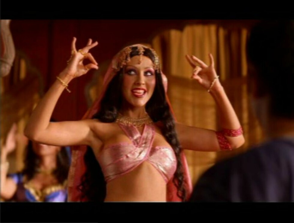 SLUKKER TØRSTEN: Christina Aguilera zappes rundt hele verden  i den nye Pepsi-reklamen. Foto: Pepsi