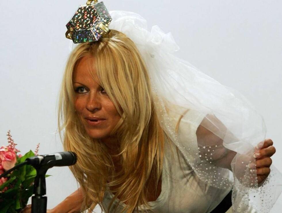 RUTER DRONNING: Pamelas hodepynt var verdig en #201dqueen of diamonds#201d Foto: All Over Press/Getty