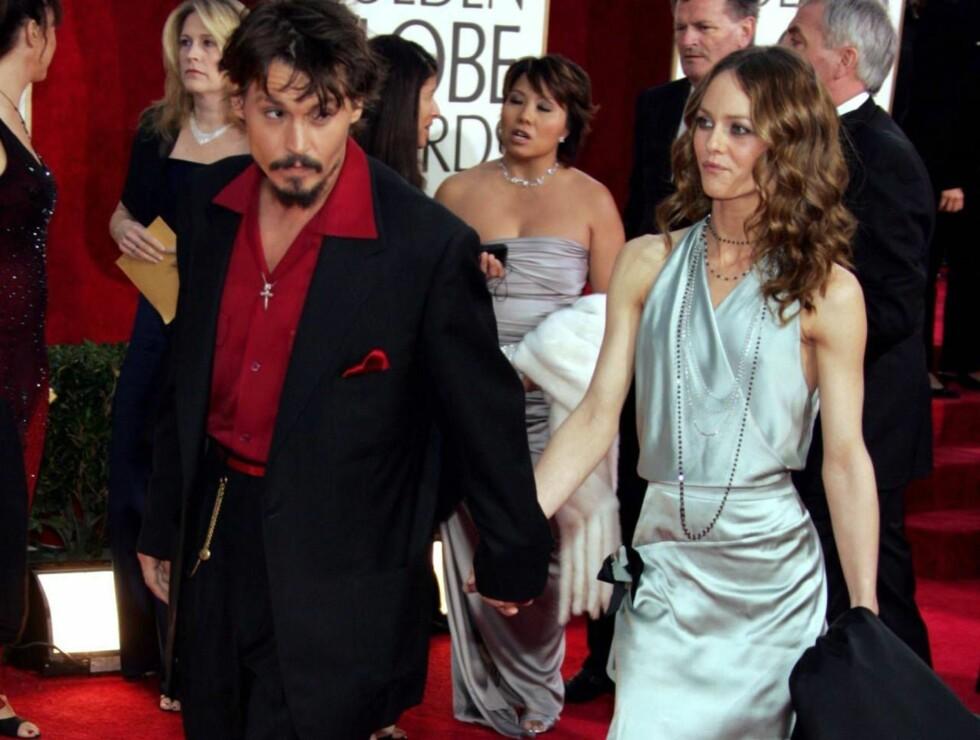 FALT PLADASK: Johnny og Vanessa bor store deler av året i Frankrike. Depp sier han liker å bo unna Hollywoods stressende hverdag. Foto: All Over Press