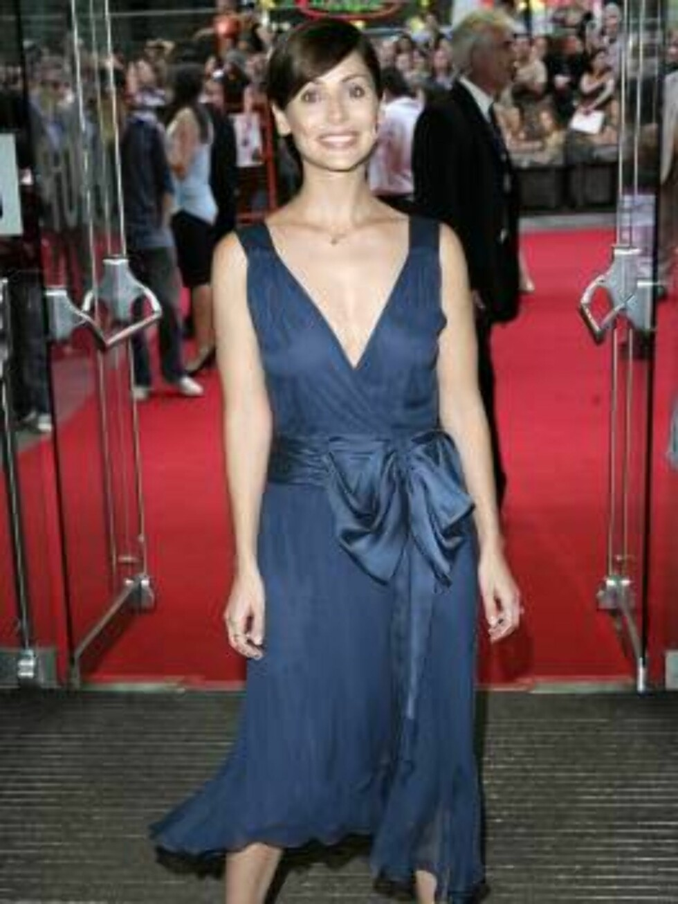 BLÅ DRØM: Pop-sangeren Natalie Imbruglia på vei til kino. Foto: All Over Press