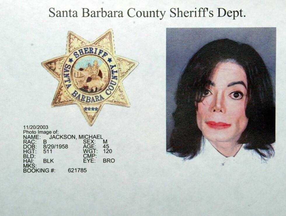 FRIKJENT: Michael Jackson ble arrestert og tiltalt - og deretter frikjent - i fjorårets mest omtalte rettsak, etter å ha blitt anklaget for å ha forgrepet seg på en mindreårig gutt. Foto: All Over Press