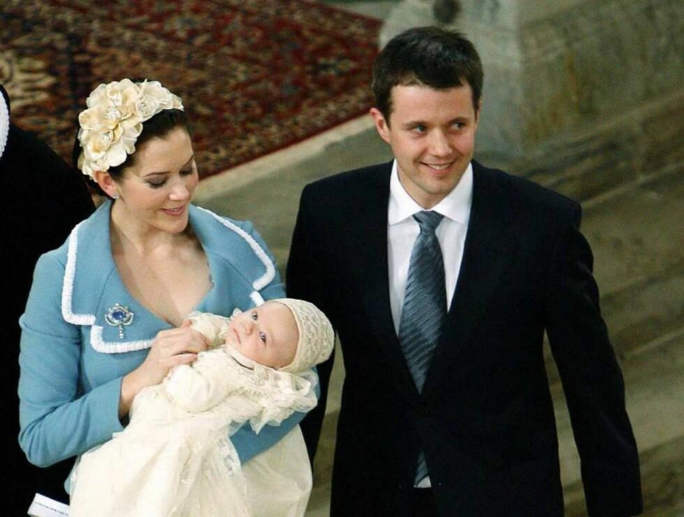 REISEGLADE: Det blir mye farting for den danske kronprinsfamilien i juli. Foto: AP