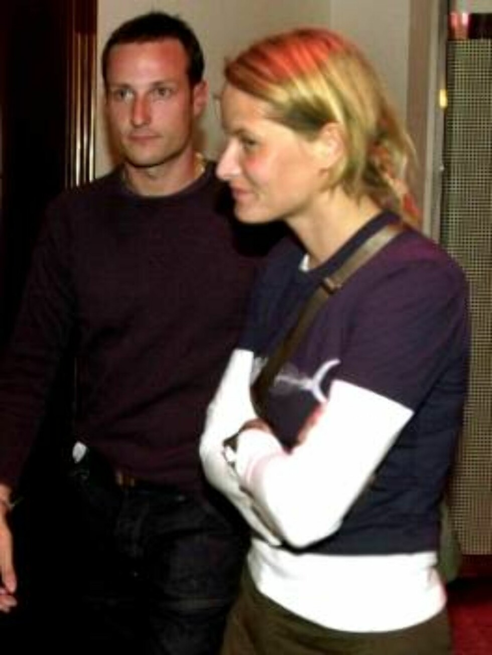 This July 2000 file photo shows Norway's Crown Prince Haakon and his girlfriend Mette-Marit Tjessem Hoiby, who will move in an Oslo downtown apartment, the Norwegian Royal Palace announced Saturday, Sept. 2, 2000. The move is being seen as a step towards Foto: Morten Eik, Se og Hør