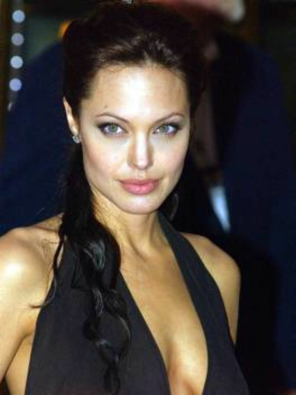 Angelina Jolie, the star of Tomb Raider: The Cradle of Life, arrives at the British Premiere of the movie, at a theatre in London's Leicester Square, Tuesday Aug. 19 2003,(AP Photo/Anna Branthwaite) Foto: AP/Scanpix