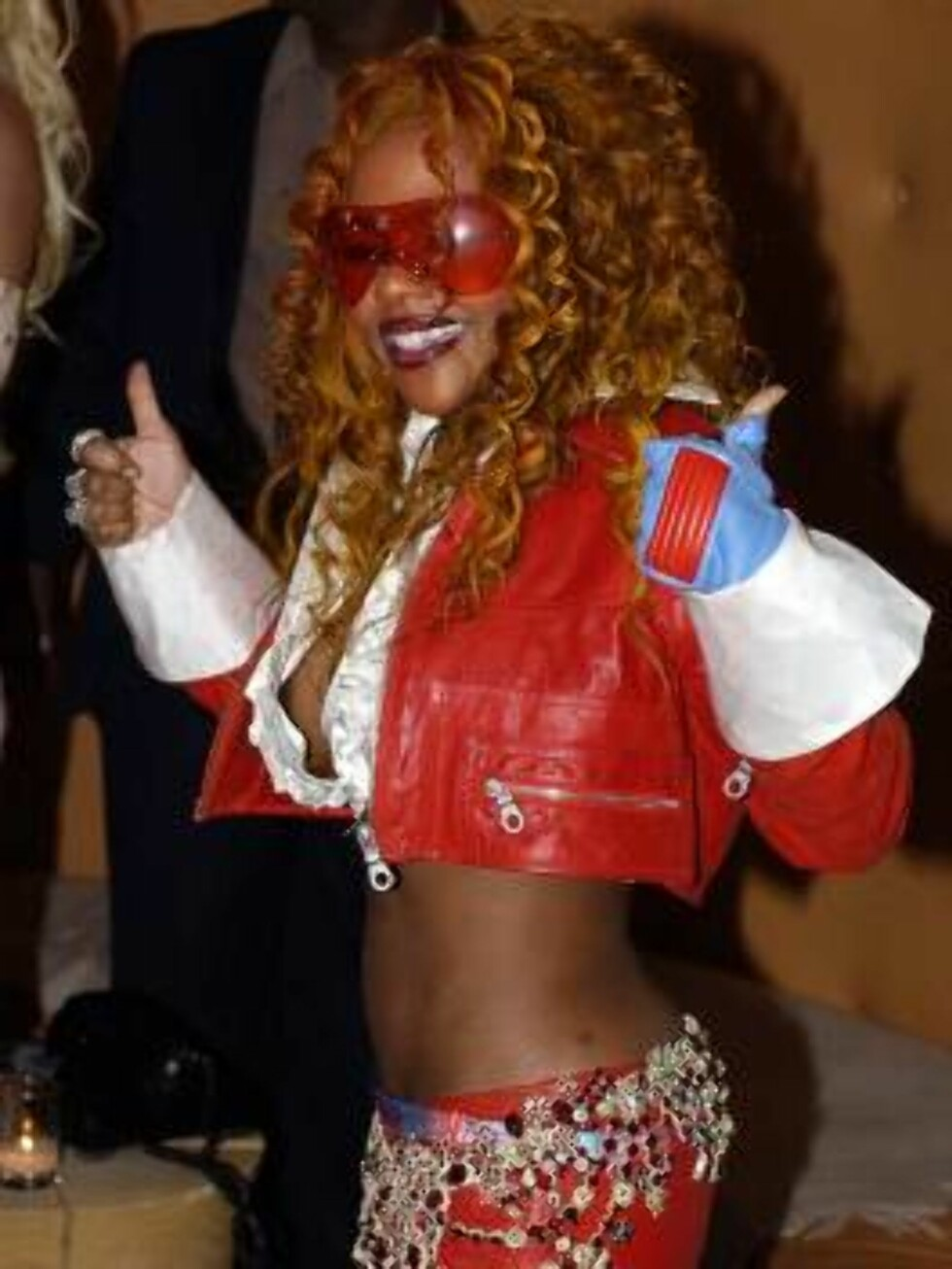 Singer Lil' Kim poses for the cameras at the Warner Music Group's post Grammy party, Wednesday night, Feb. 27, 2002, at Mondrian's Skybar in the Hollywood section of Los Angeles. Kim won a Pop Collaboration with Vocals Grammy for ``Lady Marmalade,'' along Foto: AP/Scanpix