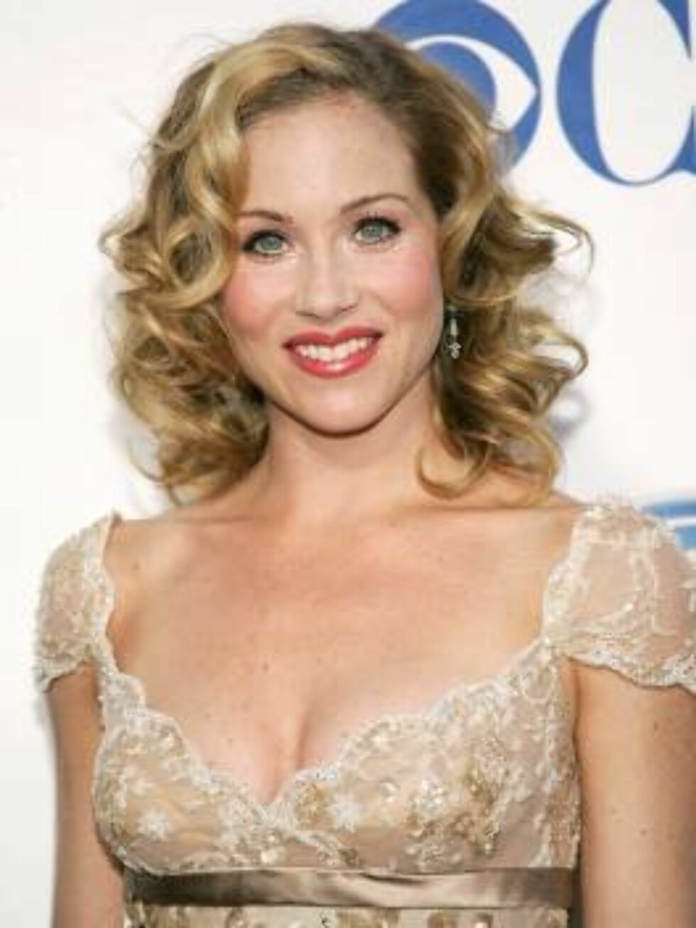 NEW YORK - JUNE 05:  (FILE PHOTO)  Actress Christina Applegate attends the 59th Annual Tony Awards at Radio City Music Hall June 5, 2005 in New York City. According to reports, Applegate and her husband, actor Johnathon Schaech, have filed for divorce aft Foto: All Over Press