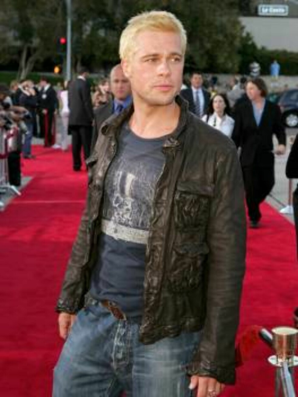 """WESTWOOD, CA - JUNE 07:  Actor Brad Pitt arrives at the premiere of """"Mr. & Mrs. Smith"""" at the Mann Village Theater on June 7, 2005 in Westwood, California.  (Photo by Kevin Winter/Getty Images) / ALL OVER PRESS53026936KW082_20th_Century_ *** Local Caption Foto: All Over Press"""