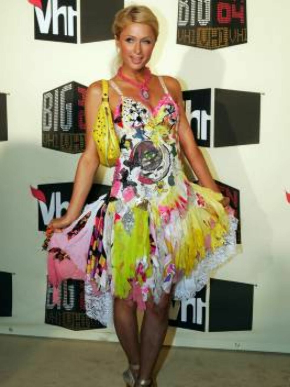 Paris Hilton poses as she arrives at the VH1 Big in 04 awards, Wednesday night, Dec. 1, 2004, in Los Angeles. The show will air on Dec. 5. (AP Photo/Mark J. Terrill) Foto: AP/Scanpix