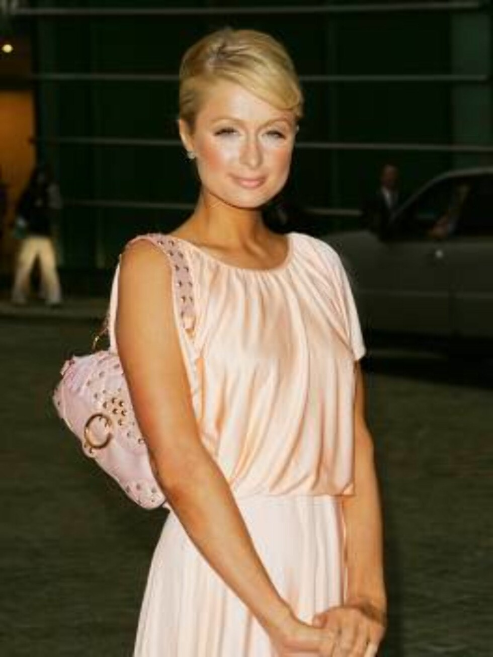 Paris Hilton arrives at the private party thrown by her parents Rick and Kathy Hilton to celebrate Pariss new fragrance, Wednesday, June 14, 2006 in New York. (AP Photo/Dima Gavrysh) Foto: AP/Scanpix