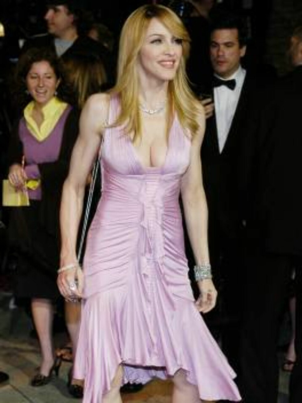 Madonna arrives at the annual Vanity Fair Oscar party at Morton's in West Hollywood, Calif., Sunday, March 5, 2006. (AP Photo/Chris Pizzello) Foto: AP/Scanpix