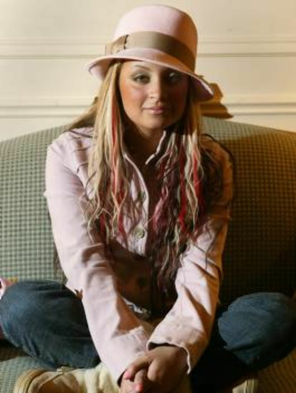 LAS VEGAS - DECEMBER 30:  Nicole Richie sits for a portrait shoot during the 2003-4 Americas Party New Years Eve Talent Gift Lounge at the Venetian Hotel December 30, 2003 in Las Vegas, Nevada.  (Photo by Carlo Allegri/Getty Images) / ALL OVER PRESS *** L Foto: All Over Press