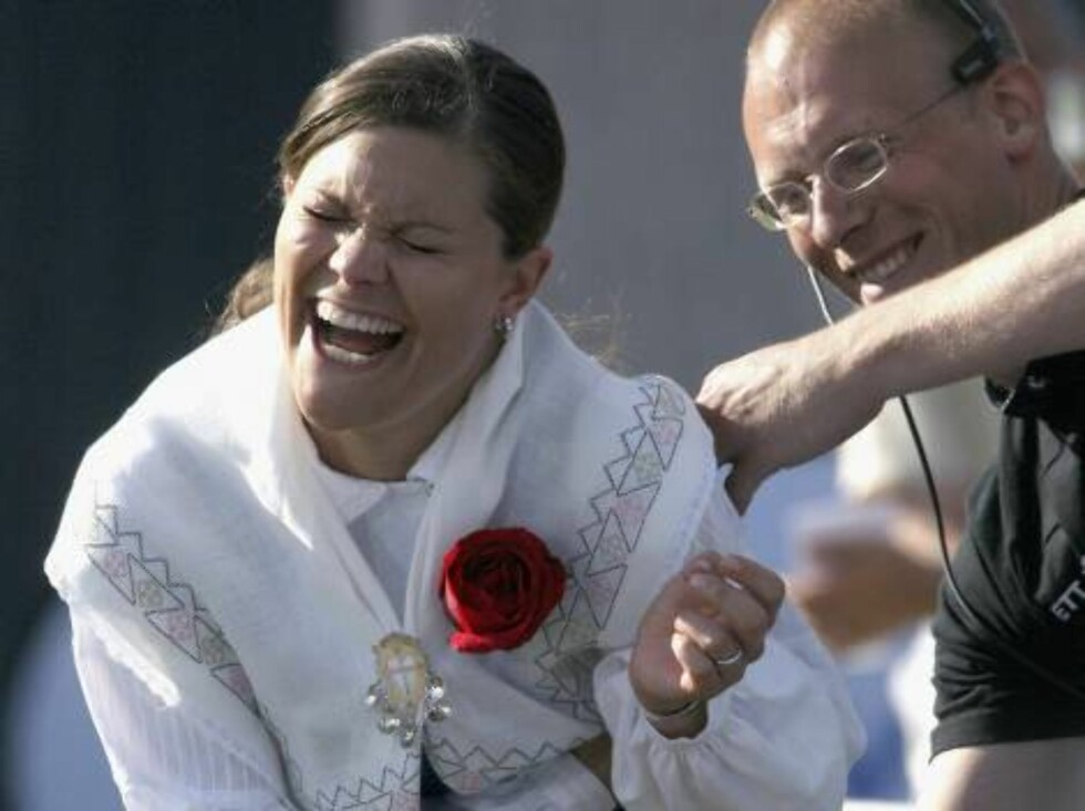 STOCKHOLM, SWEDEN - JULY 14: Princess Victoria of Sweden smiles as a technician tries to put a microphone on her during her Birthday concert on July 14, 2006 in Borgholm , Sweden.  (Photo by Pascal Le Segretain/Getty Images) *** Local Caption *** Princess Foto: All Over Press