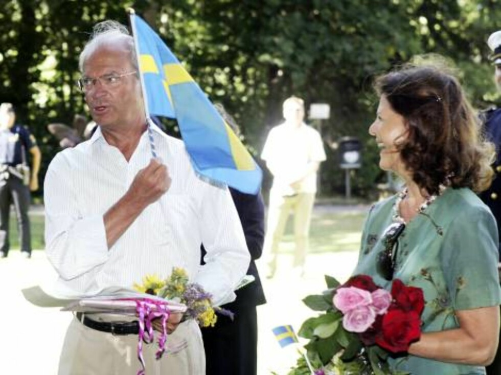 STOCKHOLM, SWEDEN - JULY 14:  Queen Silvia of Sweden (R) and King Carl Gustav of Sweden stand as Crown Princess Victoria meets with the crowd to celebrate her Birthday in the Castle of Sollidens on July 14, 2006 in Borgholm, Sweden.  (Photo by Pascal Le S Foto: All Over Press
