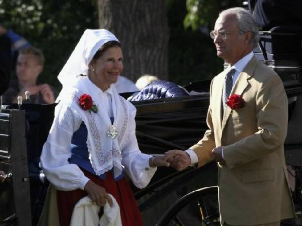 STOCKHOLM, SWEDEN - JULY 14:  King Carl Gustav of Sweden and Queen Silvia of Sweden arrive to attend a Concert for Princess Victoria's Birthday on July 14, 2006 in Borgholm , Sweden.  (Photo by Pascal Le Segretain/Getty Images) *** Local Caption *** King Foto: All Over Press