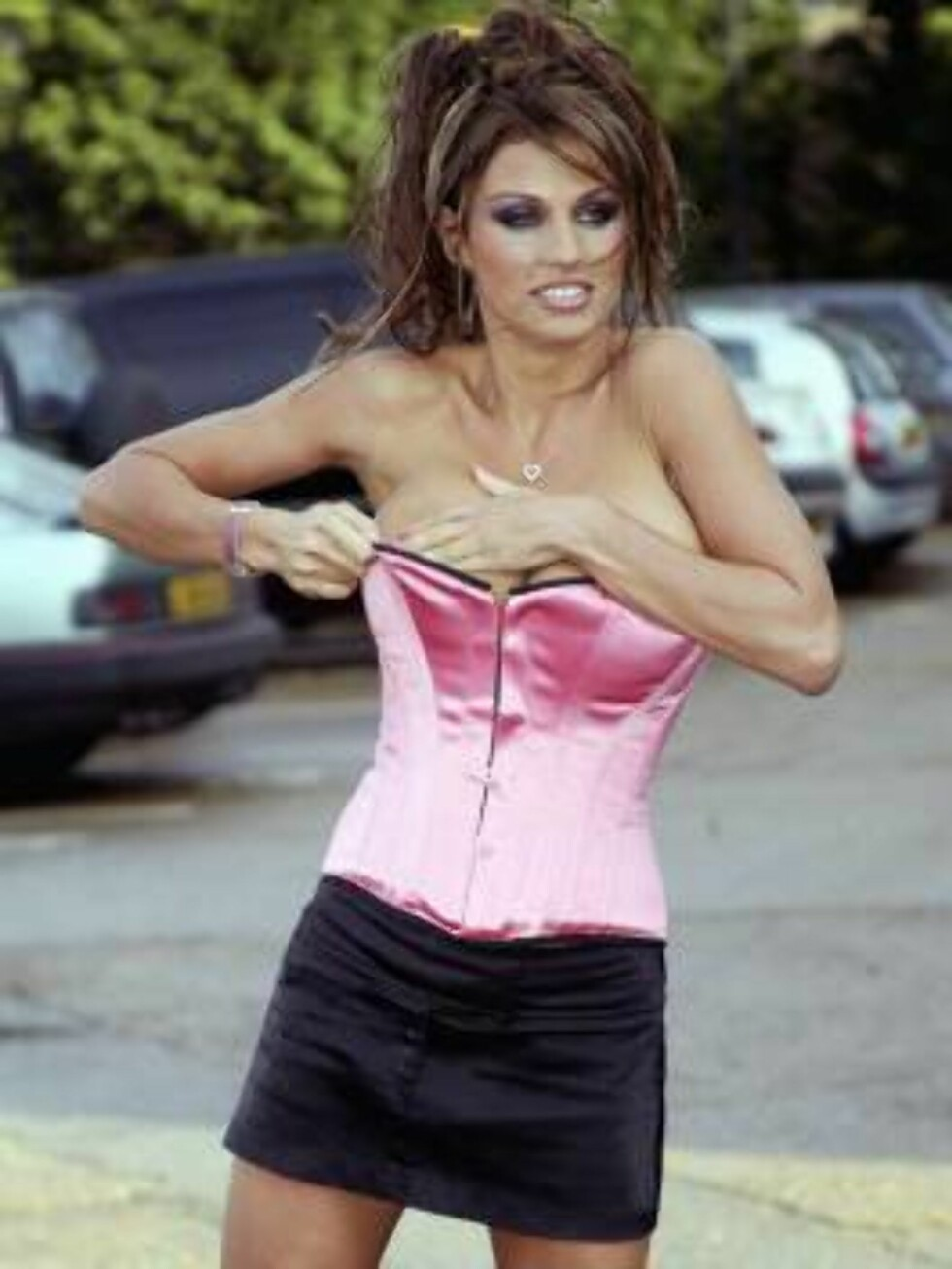 LONDON - JANUARY 27:  Glamour model Jordan promotes her acting debut in Sky One's soap Dream Team London,  January 27, 2003. Appearing in her first ever cameo role, Jordan joins a long line of celebrities from the world of football and showbiz that have a Foto: All Over Press