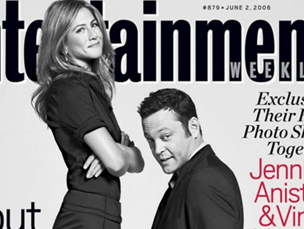 FORSIDESTOFF: Det har vært mye spekulasjoner rundt forholdet mellom Jennifer og Vince. Her stiller de opp på en amerikanske forside. Foto: AP/Scanpix