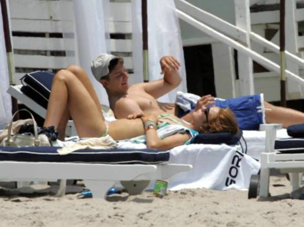 Lindsay Lohan looks tired after a night of partying. Lindsay invited one hundred people to her birthday party at a beach house in Malibu the night before. July 3, 2006 X17agency excluisve Foto: All Over Press