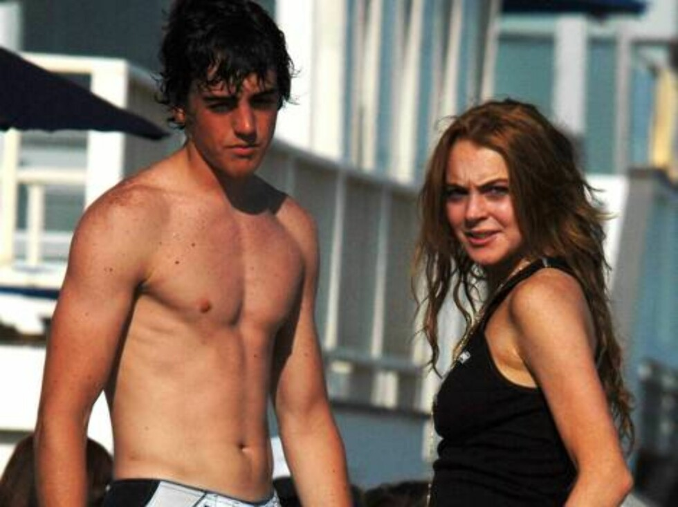Skinny Lindsay Lohan turns 20 and flirts on the beach in Malibu with surfers inviting them to her birthday party later. June 2, 2006 X17agency EXCLUSIVE Foto: All Over Press