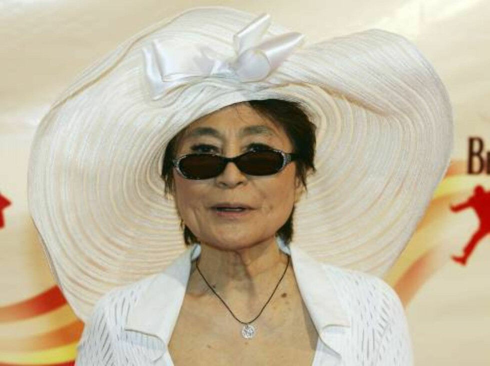 "LAS VEGAS - JUNE 30:  Yoko Ono, widow of The Beatles' John Lennon, arrives at the gala premiere of ""The Beatles LOVE by Cirque du Soleil"" at the Mirage Hotel & Casino June 30, 2006 in Las Vegas, Nevada. The show is a joint artistic venture between The Bea Foto: All Over Press"