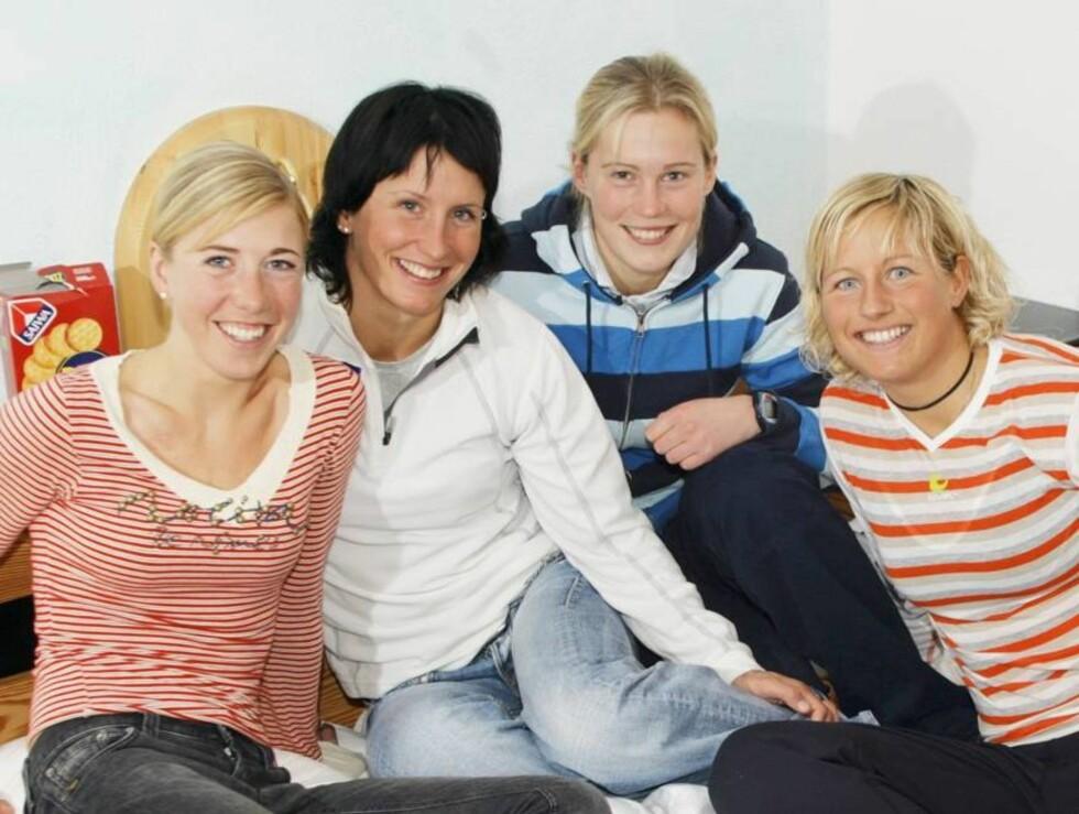 STØTTE: Kristin (t.v.) har snakket en del med lagvenninnene sine om episoden. her fra en treningssamling sammen med f.v. Marit Bjørgen, Guro Størmer Solli og Vibeke Skofterud. Foto: Tor Kvello, Se og Hør