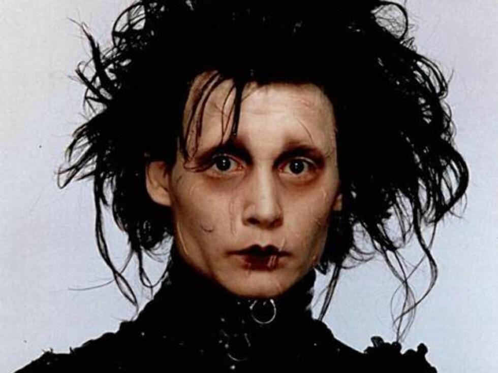 EDWARD SAKSEHÅND (1990): Her har du filmen som ga Johnny Depp stjernestatus for 17 år siden. - Å gå rundt med sakser på hånden tok litt på, ler Johnny. Foto: Universal