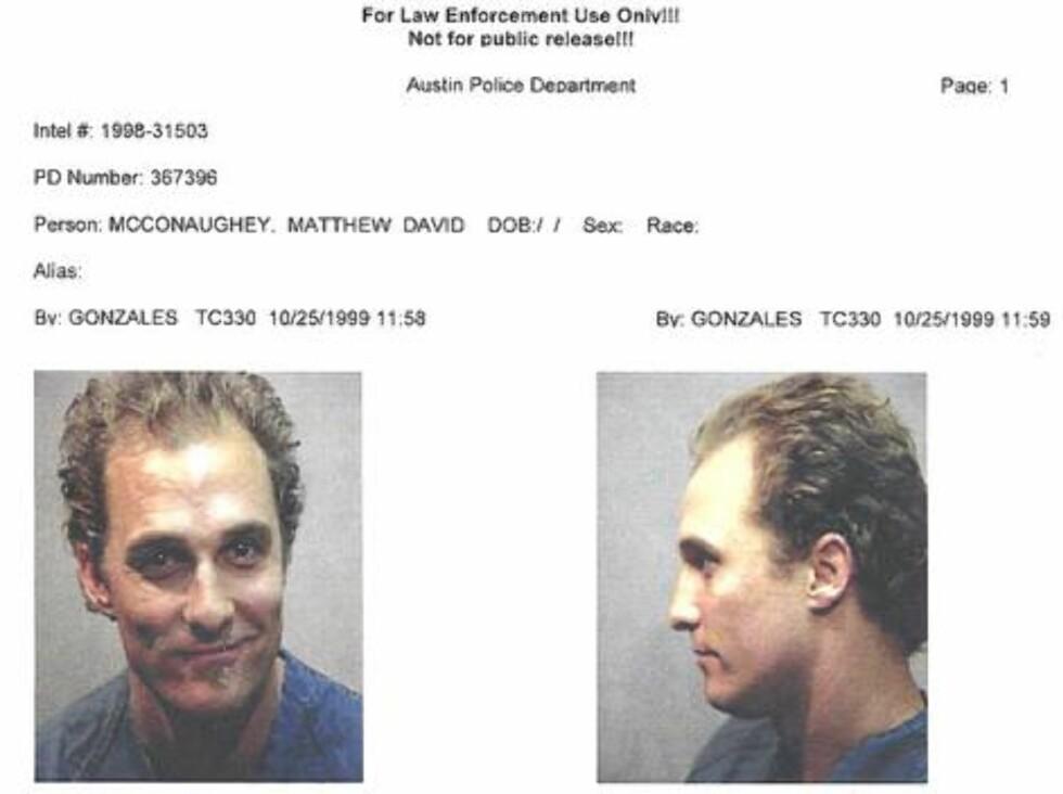 NABOEN KLAGET: Matthew McConaughey ble pågrepet 1999 for besittelse av marijuana. Da politiet kom, danset skuespilleren rundt naken mens han spilte bongotrommer. Foto: Amerikansk politi
