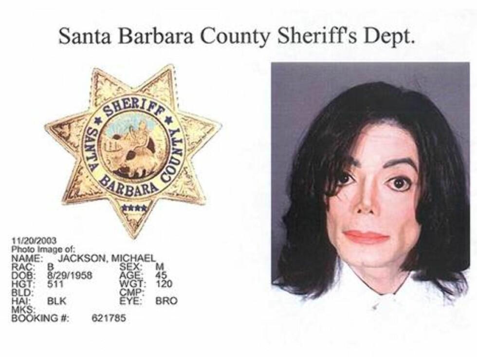 FRIKJENT: Michael Jackson ble pågrepet for utuktig omgang med barn i 2003 og betalte 3 millioner dollar i kausjon. Foto: Amerikansk politi