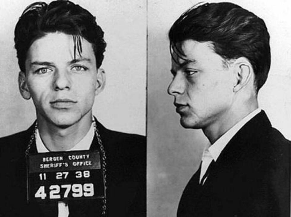 """UTROSKAP: Frank Sinatra ble pågrepet i 1938 for å ha """"holdt på med en gift kvinne"""". Jepp, man kunne faktisk bli arrestert for slikt da! Foto: Amerikansk politi"""
