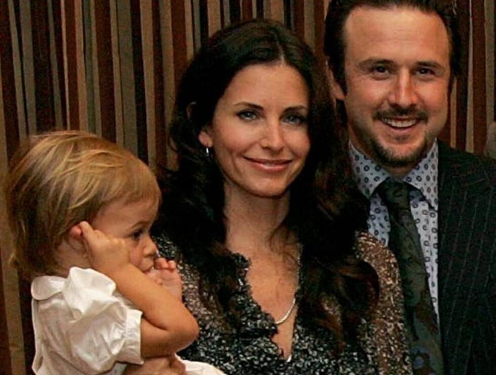 LITEN FAMILIE: Courteney og ektemannen David ønsker at lill Coco skal få søsken. Foto: All Over Press