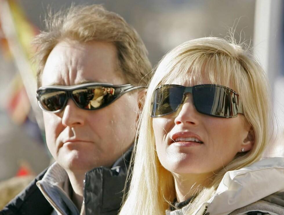 GAVEPAKKE: Kjell Inge Røkke har tydeligvis ikke noe imot å få besøk av svigerforeldrene. Foto: Rune Midtskogen