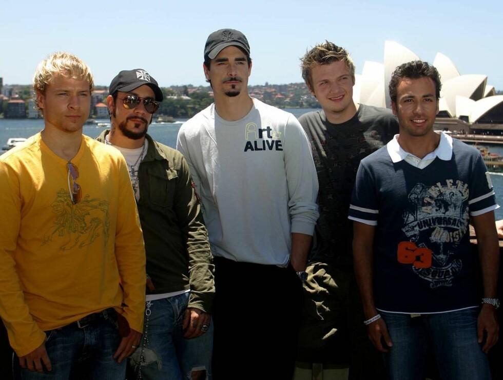 SLUTT: Kevin (i midten) har sluttet i Backstreet Boys. De fire vil ikke erstatte ham. Foto: APSCANPIX