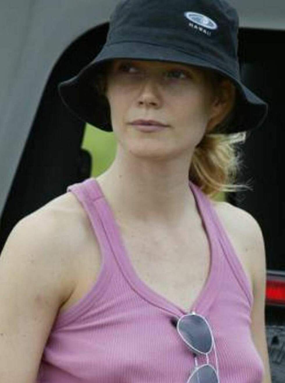 BURDE HATT BH: Gwyneth husket hatt, men glemte BH... Foto: All Over Press