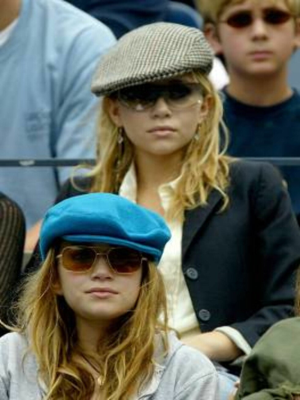 FLUSHING, NEW YORK - AUGUST 29: Mary Kate and Ashley Olson watch James Blake play Sargis Sargsian during the US Open August 29, 2003 at the USTA National Tennis Center,  Flushing Meadows Corona Park, in Flushing, New York. (Photo by Ezra Shaw/Getty Images Foto: All Over Press