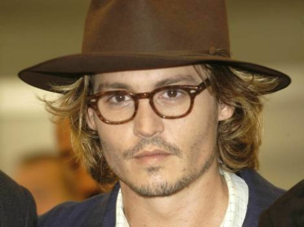 """VENICE, ITALY - AUGUST 28:  Actor Johnny Depp arrives at the premiere of his film, """"Once Upon a Time in Mexico"""" at the 60th Venice Film Festival August 28, 2003 in Venice, Italy. The annual Venice Film Festival is one of the oldest and most prestigious ci Foto: All Over Press"""