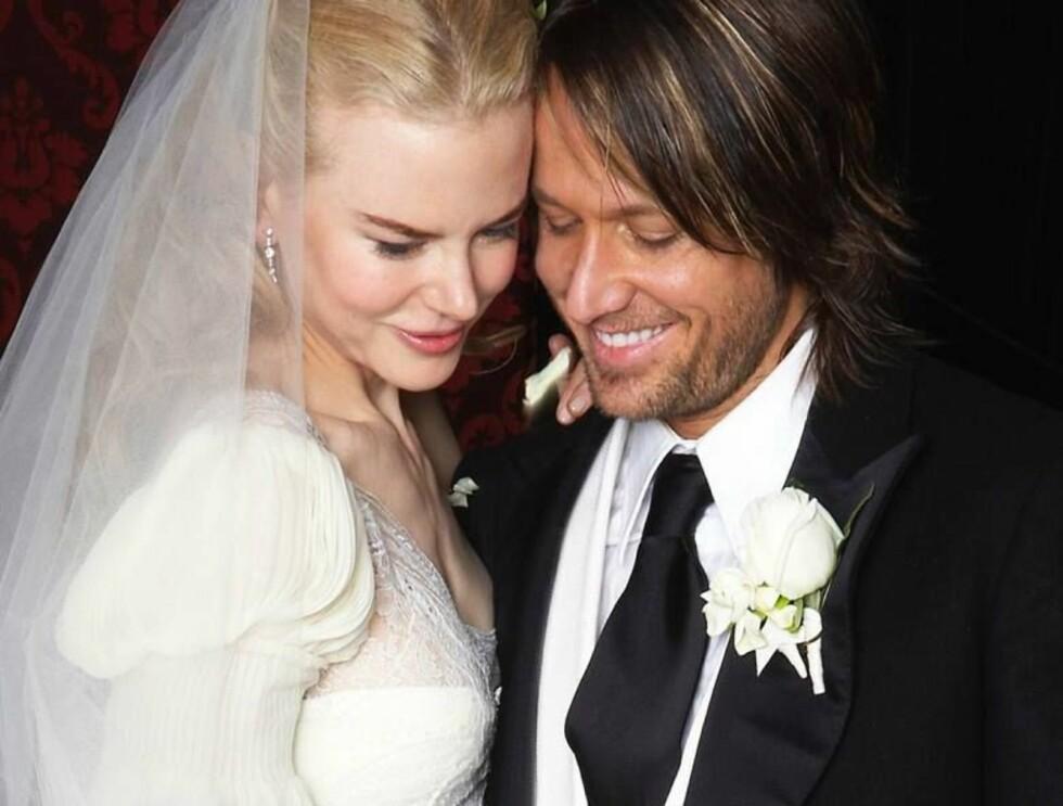 NÅ ER DU MIN: Nicole og countrysangeren Keith Urban like etter vielsen. Foto: AP/Scanpix