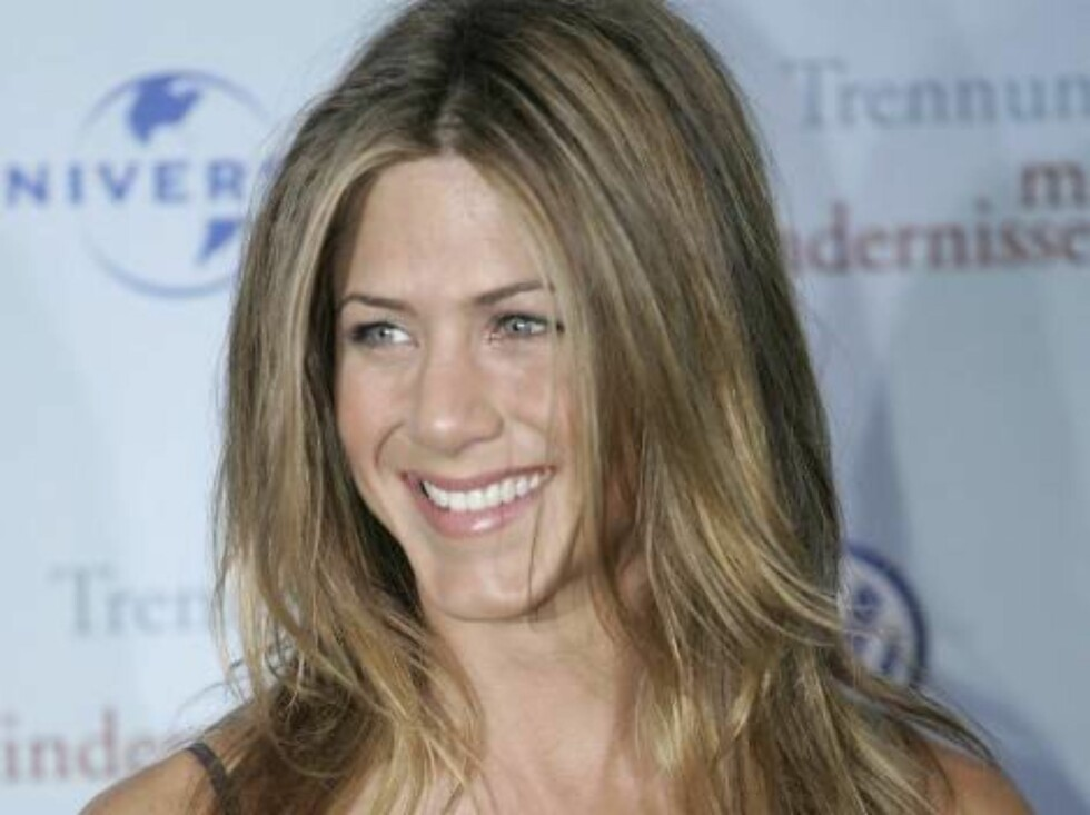 """HAMBURG, GERMANY - JUNE 12: Actress Jennifer Aniston arrives for a special screening of """"The Break-Up"""" on June 12, 2006 in Hamburg, Germany.  (Photo by Sean Gallup/Getty Images) *** Local Caption *** Jennifer Aniston  * SPECIAL INSTRUCTIONS:  * *OBJECT NA Foto: All Over Press"""