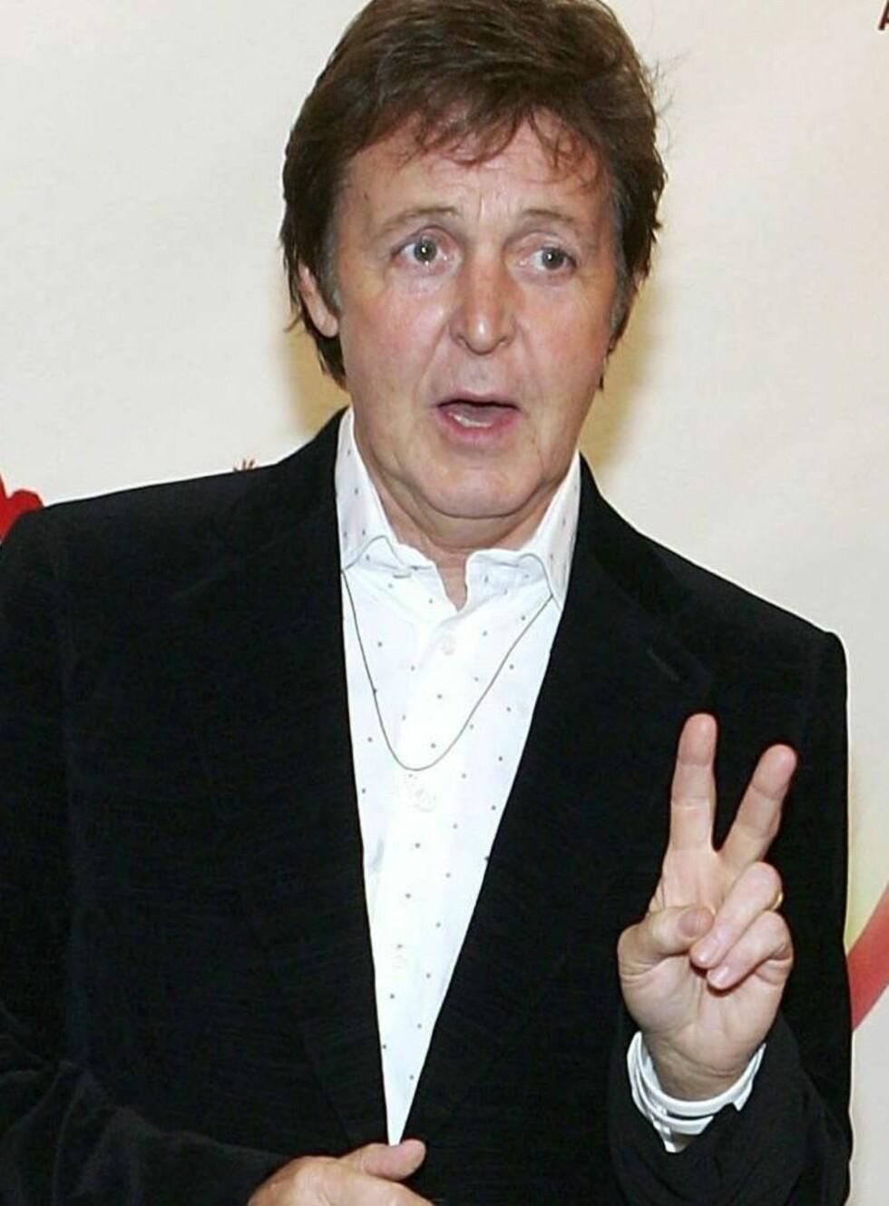 SMILER IGJEN: Paul McCartney dro på byen uten Heather - og kunne endelig smile igjen. Foto: All Over Press