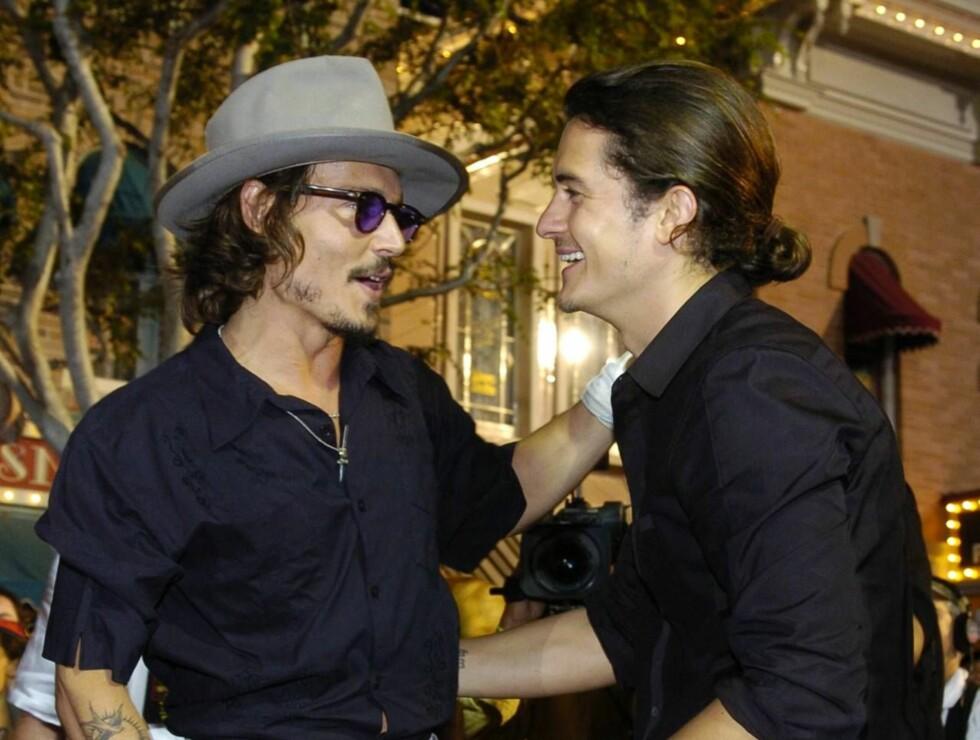 GLADGUTTER: Den private gutteturen til Johnny Depp og Orlando Bloon tok av, i det private jetflyet. Foto: Scanpix/AP