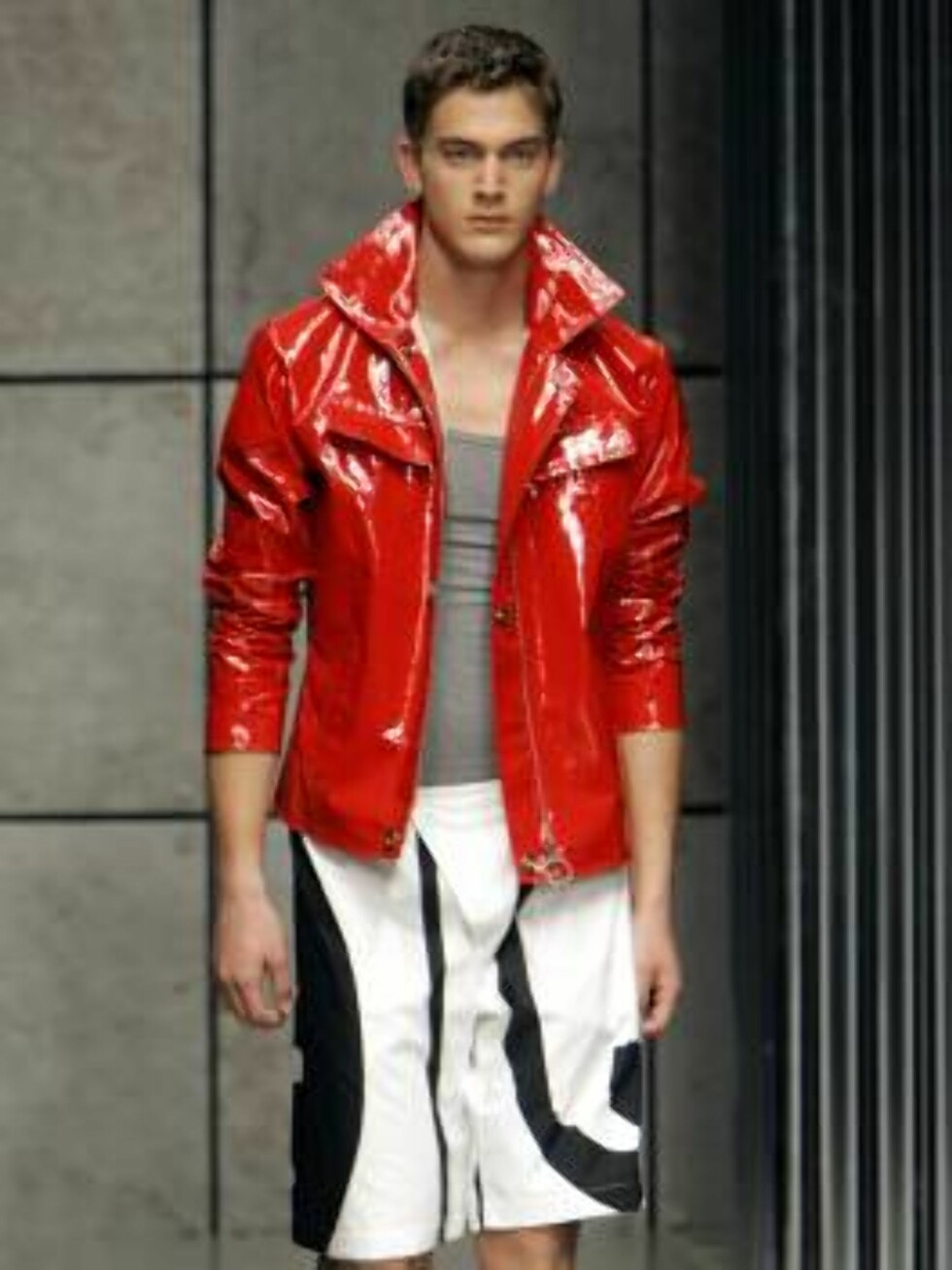 A model wears an outfit part of the Gianfranco Ferre` Spring-Summer 2007 men's collection, unveiled in Milan, Italy, Monday, June 26, 2006. (AP Photo/Antonio Calanni) Foto: AP/Scanpix
