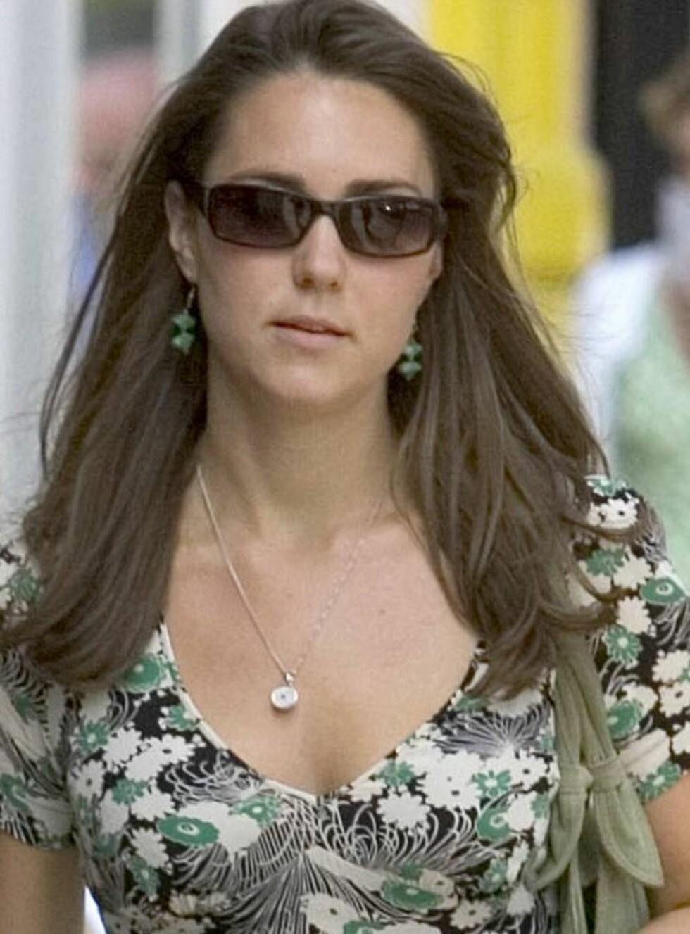 DYDSMØNSTER? Kate Middleton viser at hun har en frekk side. Foto: All Over Press