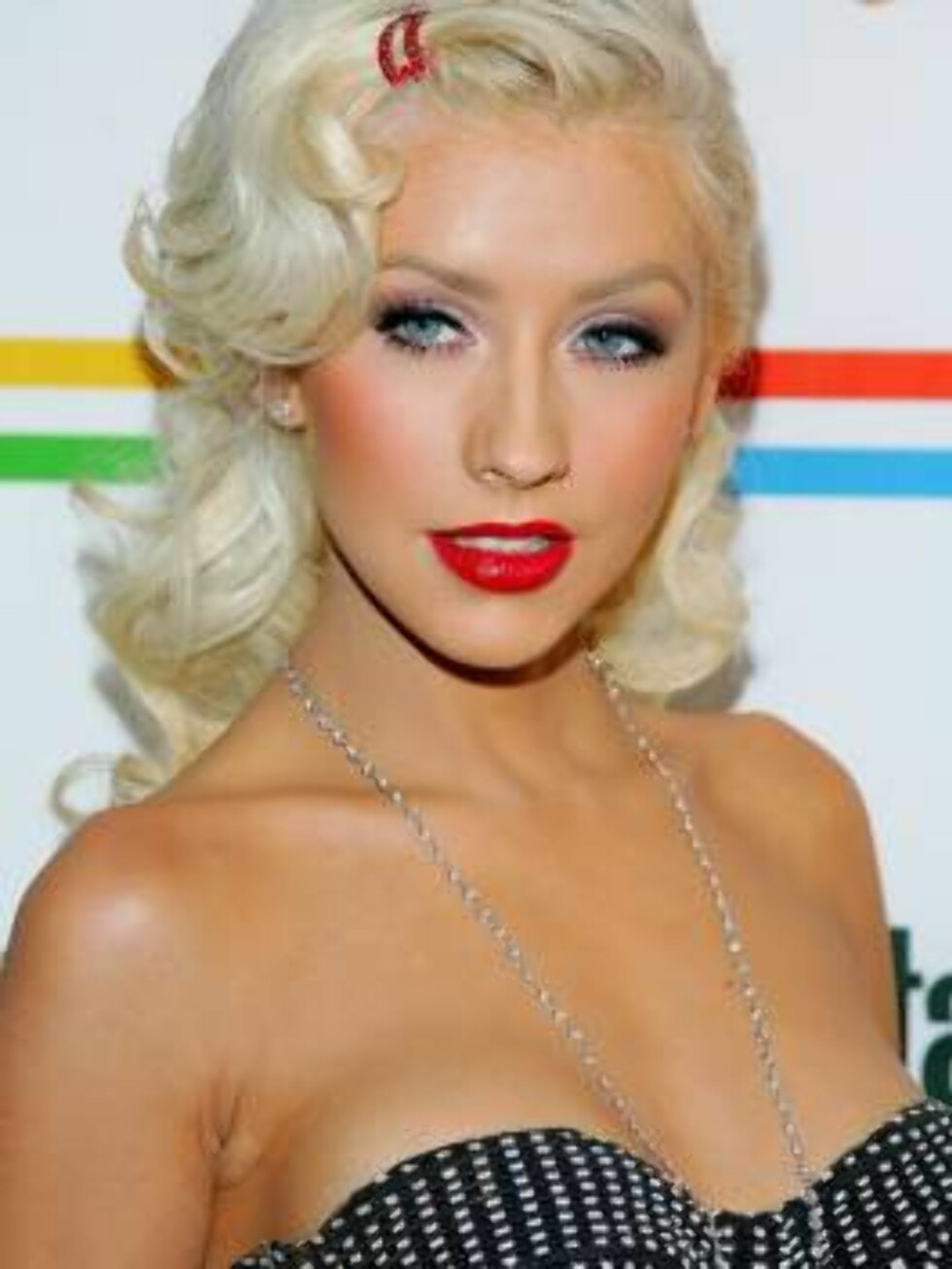 """NEW YORK - JUNE 22:  Singer Christina Aguilera arrives at Entertainment Weekly's """"Must List"""" party at Buddha Bar June 22, 2006 in New York City.  (Photo by Evan Agostini/Getty Images) *** Local Caption *** Christina Aguilera  * SPECIAL INSTRUCTIONS:  * *O Foto: All Over Press"""
