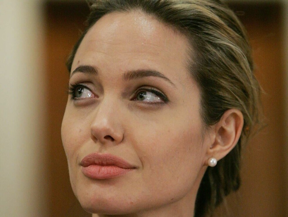 VISTE BABYEN: Angelina viste frem Shiloh til sin syke mor, men har brutt all kontakt med sin far, Jon Voight. Foto: All Over Press