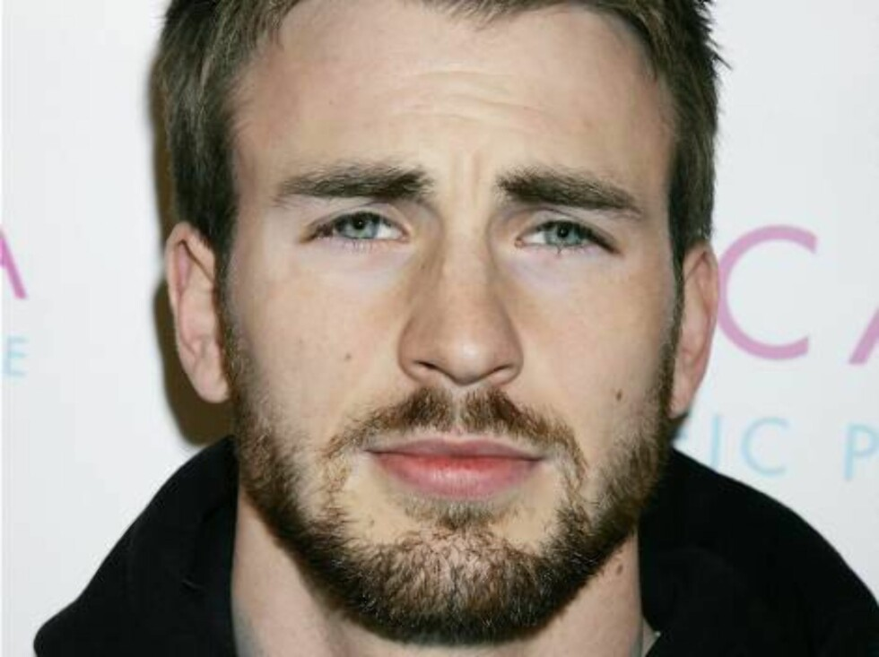 """WEST HOLLYWOOD, CA - JANUARY 26:  Actor Chris Evans attends the launch party for Escada's newest scent, """"Pacific Paradise"""", at the Lobby on January 26, 2006 in West Hollywood, California. (Photo by David Livingston/Getty Images) *** Local Caption *** Chri Foto: All Over Press"""