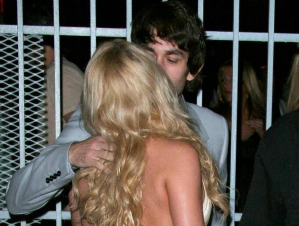 ÅPNE ØYNE: Jessica vil kysse med åpne øyne, og har funnet sin sjelefrende! Foto: All Over Press