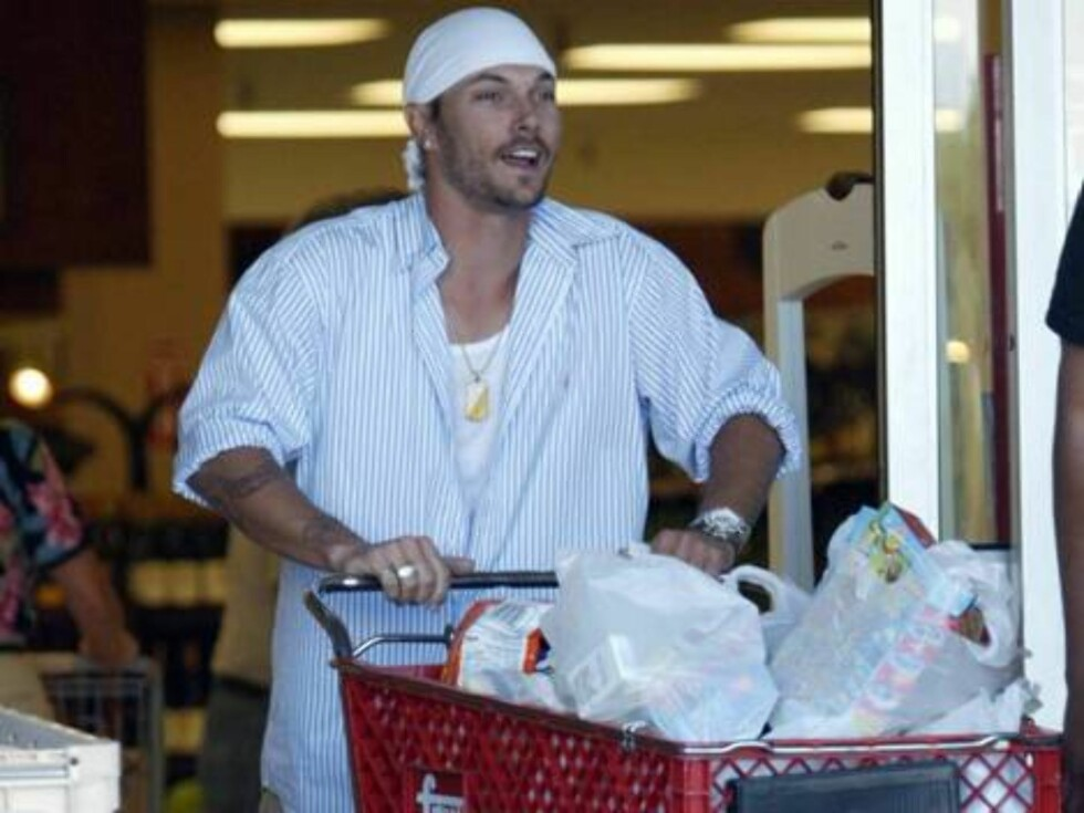 Code: X17XX8 - Rhea-Vibbert, Scottsdale, USA, 25.04.2005: Kevin Federline shopping for baby clothes at a mall in Arizona where he and Britney Spears are vacationing. All Over Press / X17 Agency / Rhea-Vibbert / ALL OVER PRESS Foto: All Over Press