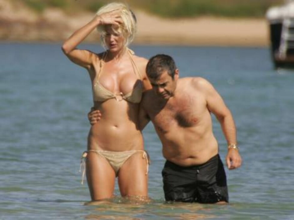 TJUKKAS-SMUKKAS: Victoria bryr seg ikke om at elskeren rekker henne til skulderen... Foto: (c)CIAO PIX/BULLS