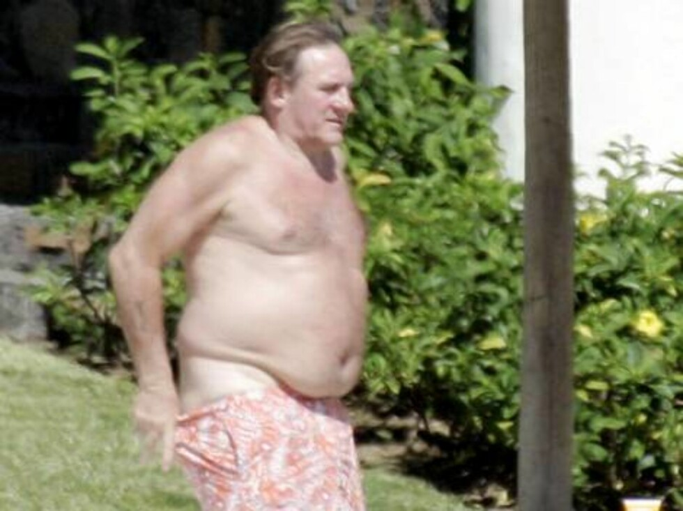 N°23390          Mauritius Island           May 3rd, 2006 Non Exclusive No Credit Gérard Depardieu and his Clementine girlfriend enjoys the sun on Mauritius Island's beach.  | Depardieu Gerard  Depardieu Gerard / ALL OVER PRESS Foto: All Over Press