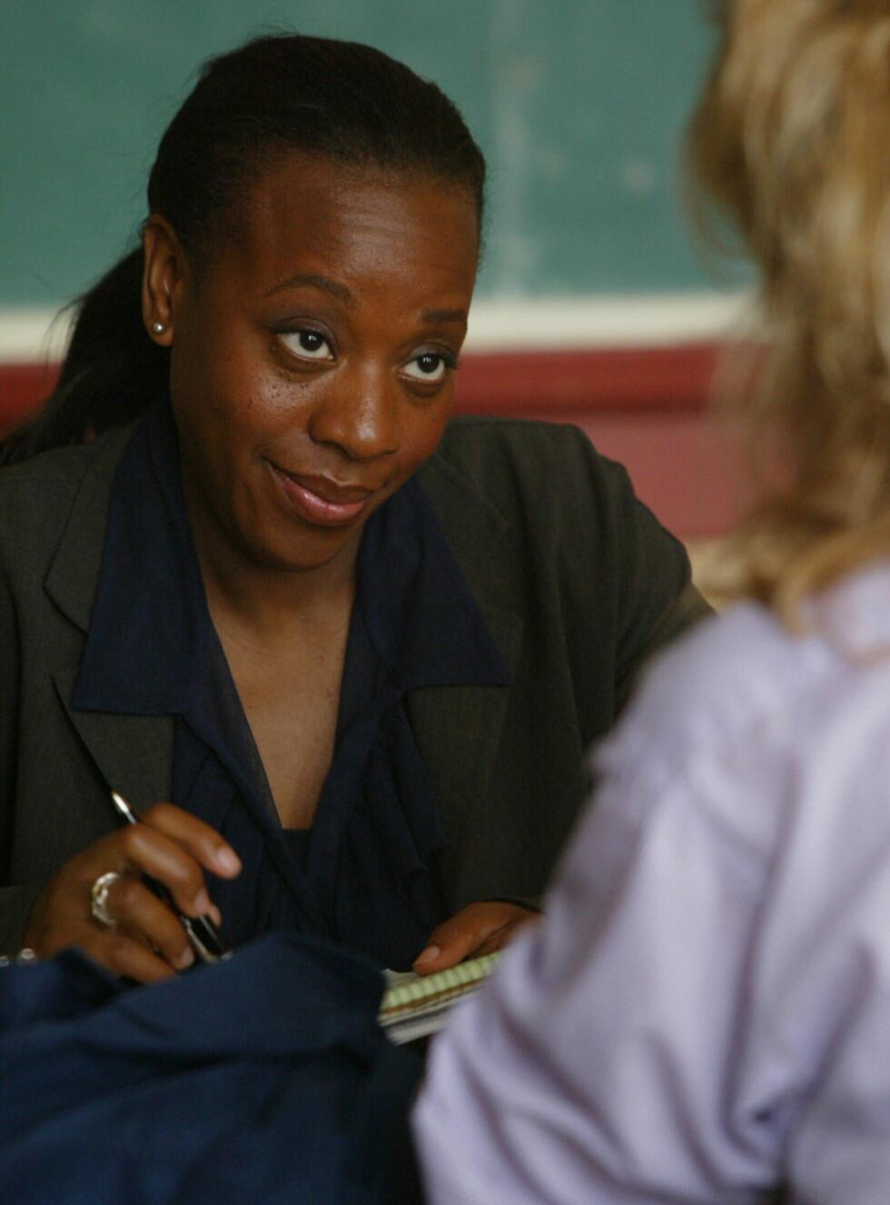 """LETER: Mariann Jean-Baptiste som Vivian Johnson i """"Sporløst forsvunnet"""". Foto: CBS"""